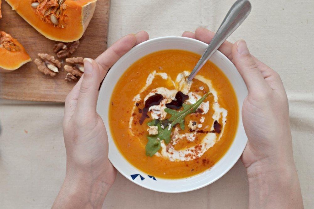 Pikantní dýňovo-batátová polévka s kefírem WUGI
