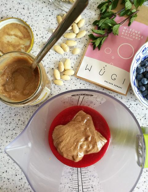Malinová probiotická zmrzlina s mandlemi a bílou čokoládou WUGI recept