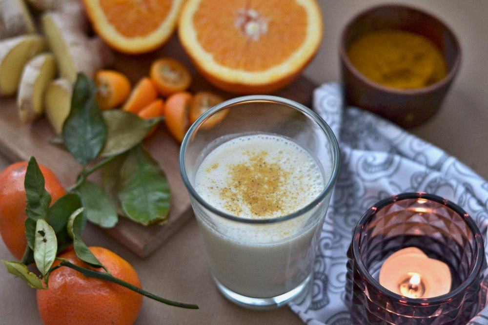 Pomerančovo kurkumové smoothie z kokosového kefíru