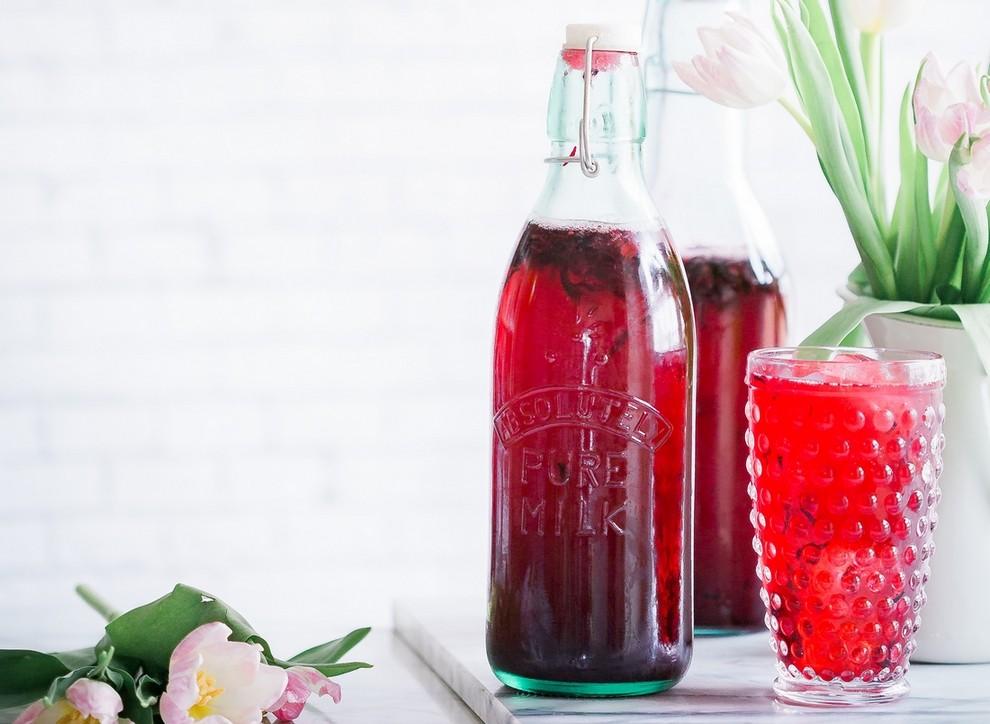 Ibiškový vodní kefír WUGI - probiotická fermentovaná limonáda
